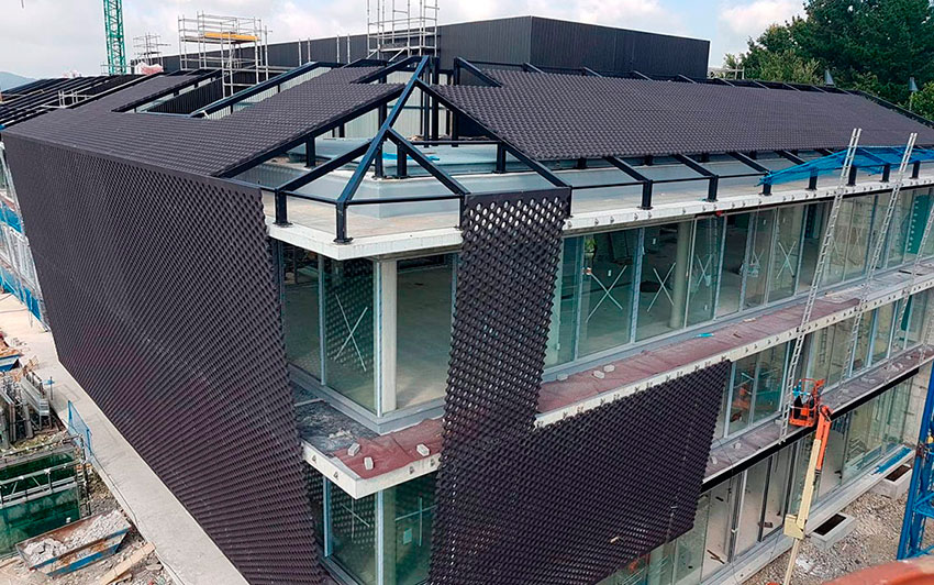 Edificio Miramon (Guipúzkoa). Aplicación de veladura en paneles