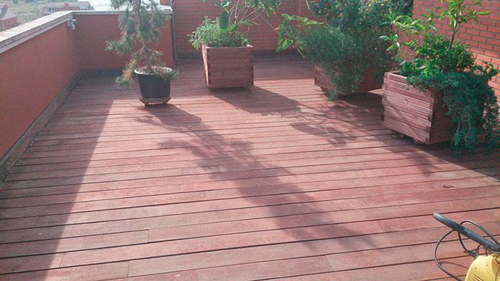 Tarima de madera tropical ipé con tratamiento decolorado